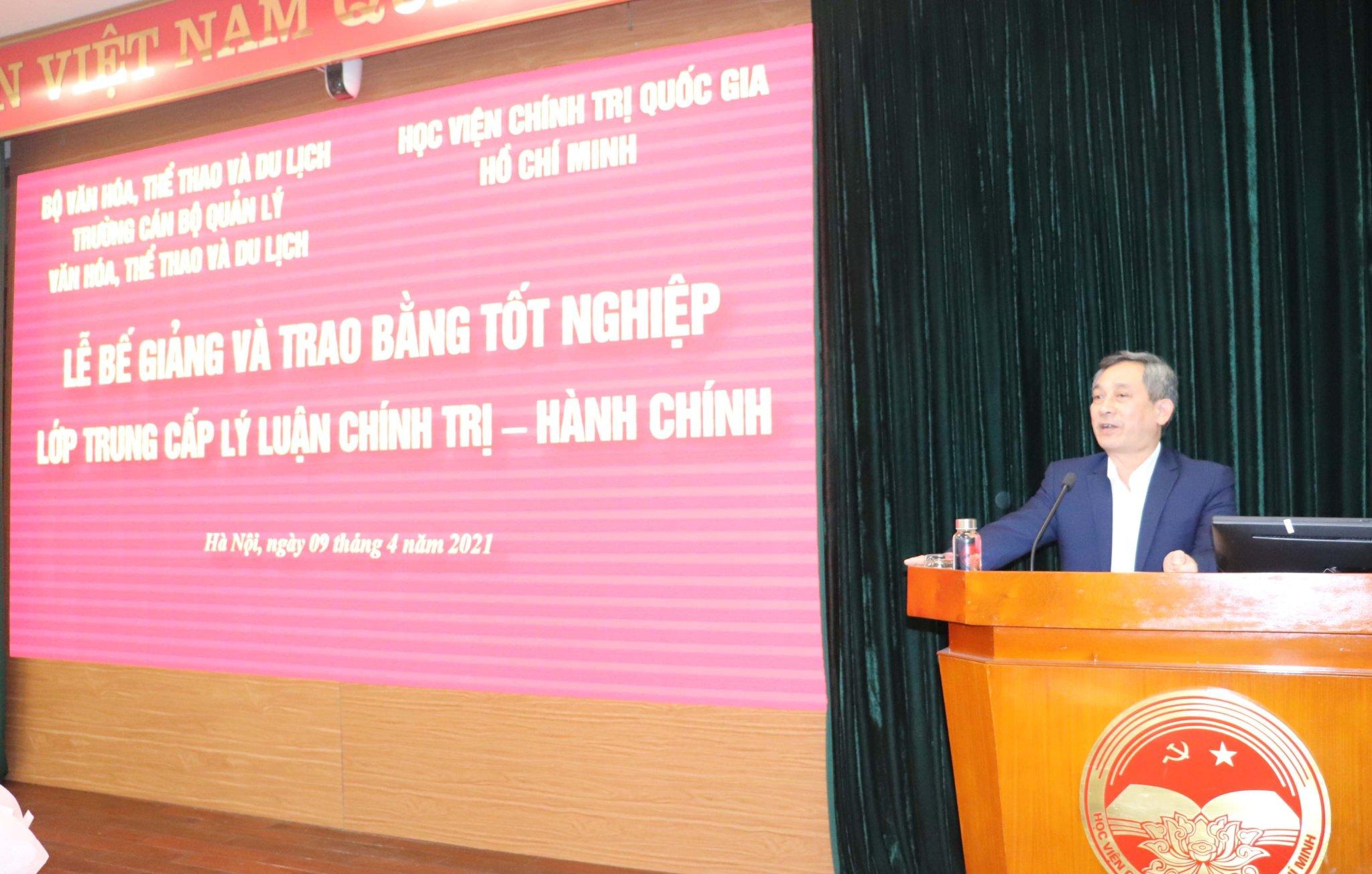 Lễ Bế giảng và trao bằng tốt nghiệp lớp Trung cấp lý luận Chính trị – Hành chính tại Học viện Chính trị quốc gia Hồ Chí Minh
